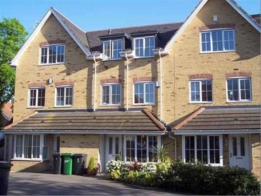 4 Bedrooms Terraced House for sale in Broomfield Gate, Farnham Royal, Slough