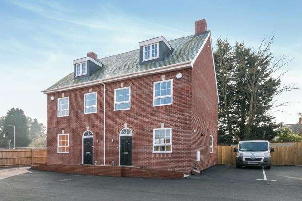 3 Bedrooms Semi Detached House for sale in Winchester Road, Basingstoke, Hampshire
