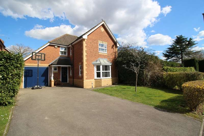 4 Bedrooms Detached House for sale in Wagtail Close, Horsham