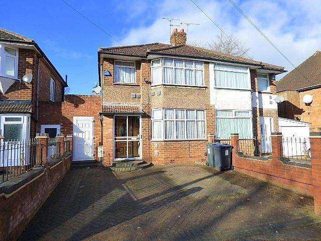 3 Bedrooms Semi Detached House for sale in Sunbury Road, Longbridge, Birmingham B31