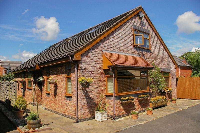 4 Bedrooms Detached House for sale in Liverpool Old Road, Much Hoole, Preston