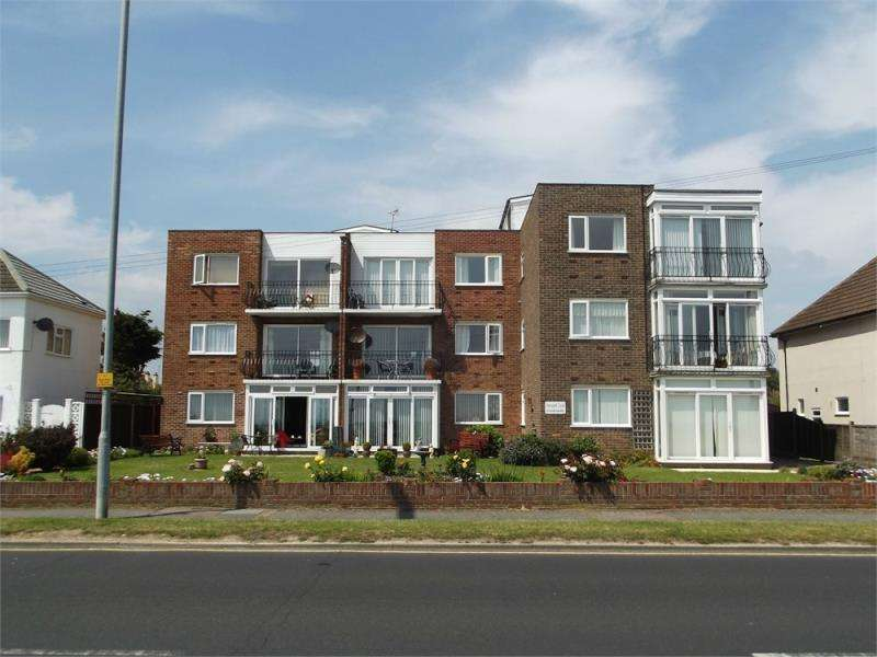 2 Bedrooms Flat for rent in Holland-on-Sea, Clacton-on-Sea, Essex