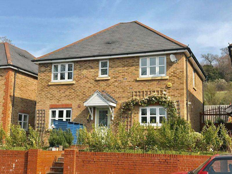 4 Bedrooms Detached House for sale in West Wycombe Road, High Wycombe