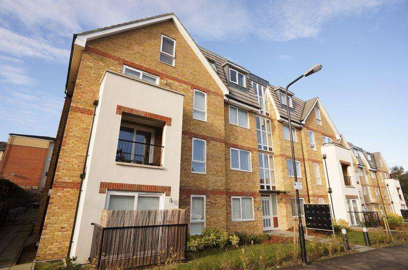 2 Bedrooms Flat for sale in Morland Court, Sidcup, DA14 4FF