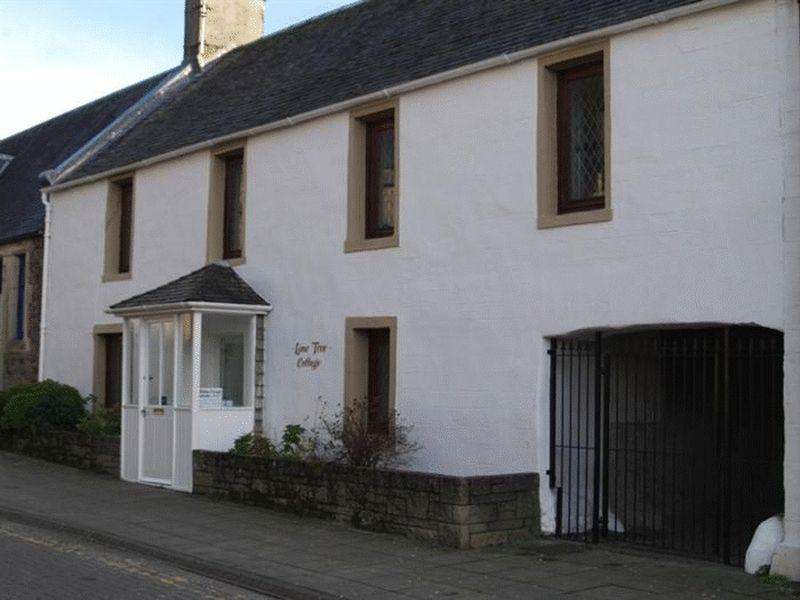 3 Bedrooms Terraced House for sale in Lime Tree Cottage, Ancaster Square, Callander