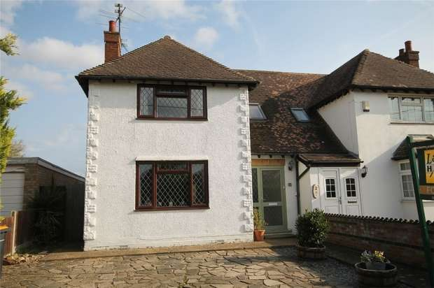 3 Bedrooms Semi Detached House for sale in Close Road, Pavenham, Bedford