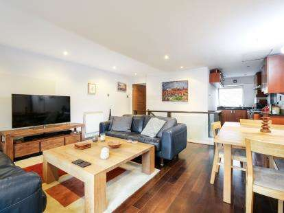 2 Bedrooms Flat for sale in Porchfield Square, St Johns Gardens, Manchester, Greater Manchester