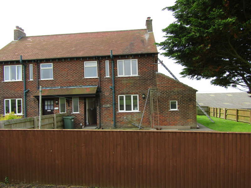3 Bedrooms Semi Detached House for rent in Filey Road, Lebberston