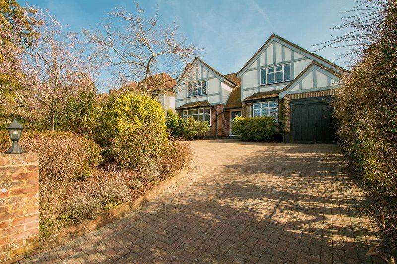 5 Bedrooms House for sale in Buckles Way, Banstead. SM7 1HB