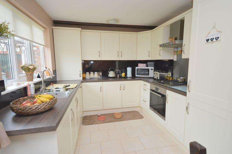 3 Bedrooms Semi Detached House for sale in Fairburn Close, Widnes