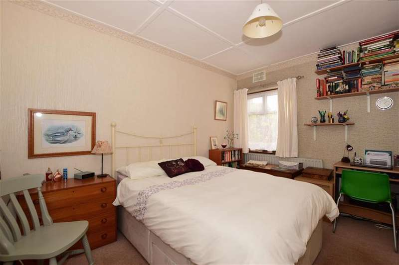 2 Bedrooms Ground Maisonette Flat for sale in Lavender Close, Carshalton, Surrey