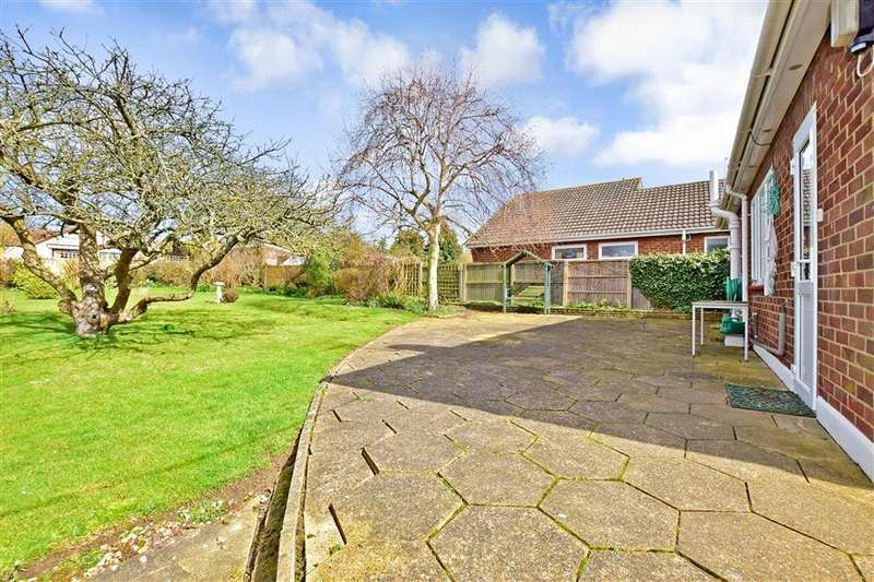 2 Bedrooms Detached Bungalow for sale in Saxon Avenue, Minster On Sea, Sheerness, Kent
