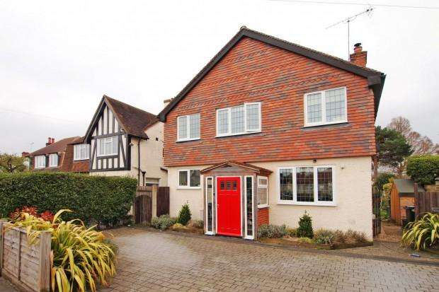 4 Bedrooms Detached House for sale in Lansdowne Road, West Ewell, KT19