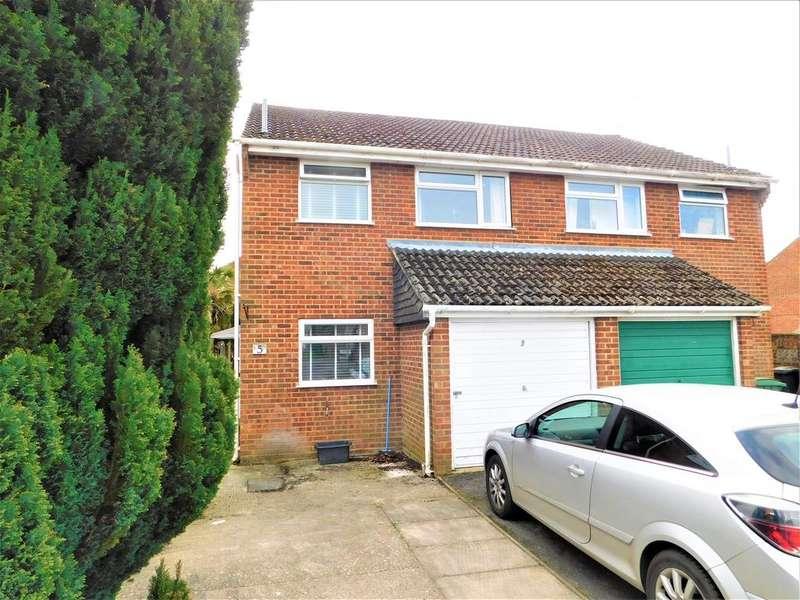 3 Bedrooms Semi Detached House for sale in Fernlea, Whitehill GU35