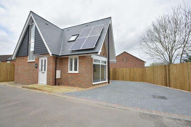 3 Bedrooms Chalet House for sale in Pitts Lane, Andover
