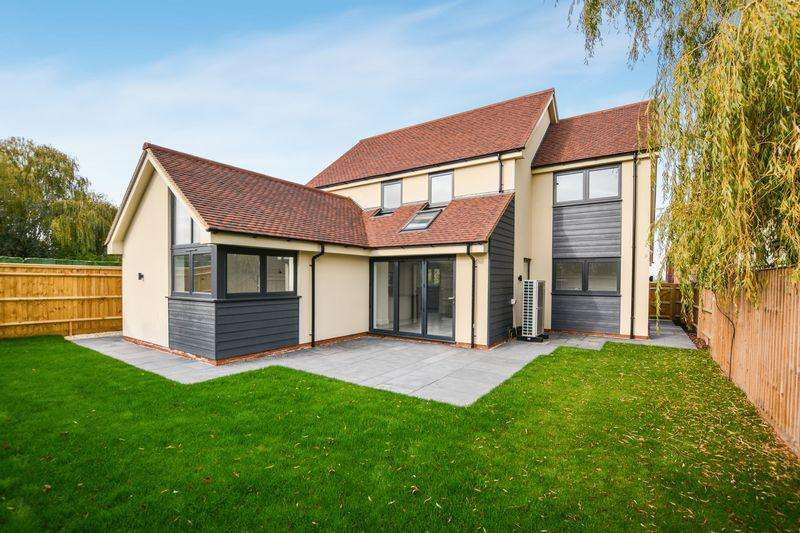 4 Bedrooms Detached House for sale in Chinnor