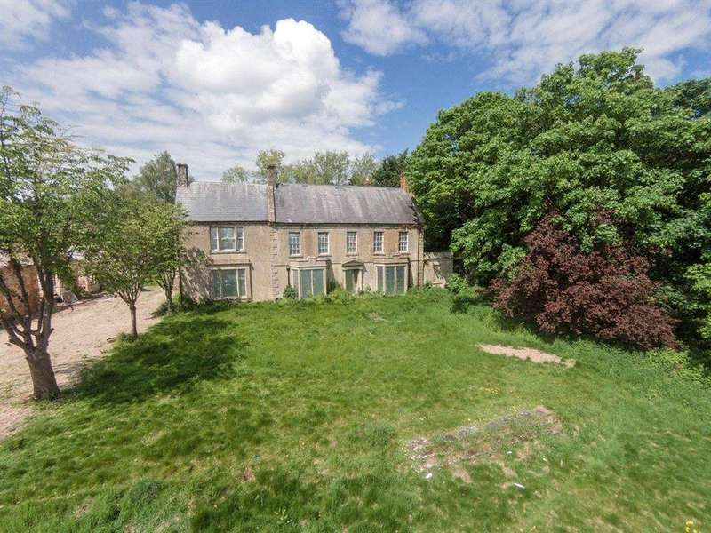 5 Bedrooms Detached House for sale in Chilvester Hill, Calne, Wiltshire, SN11