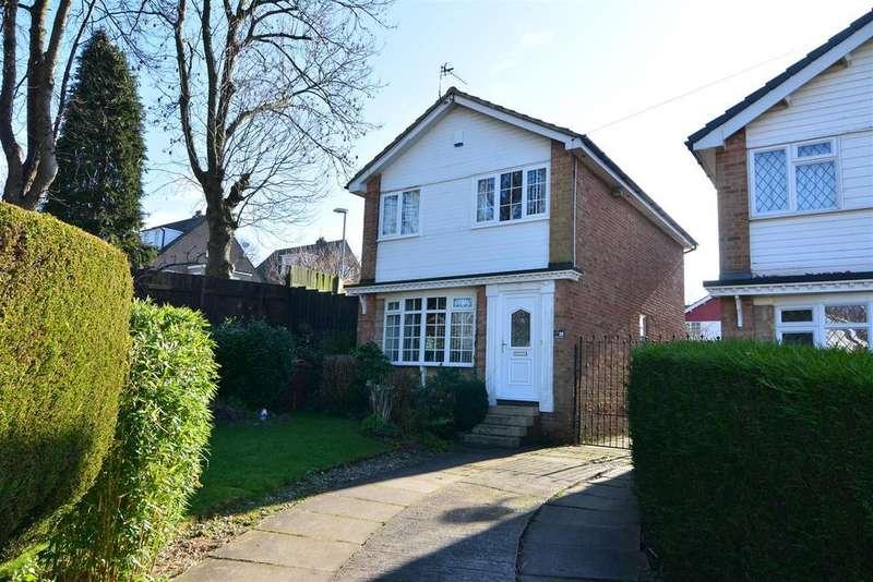 3 Bedrooms Detached House for sale in Cricketers Green, Yeadon, Leeds