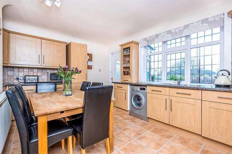 3 Bedrooms Terraced House for sale in Sycamore Avenue, LEEDS, LS15