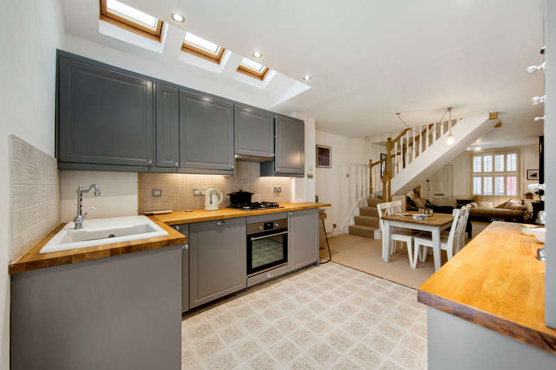 3 Bedrooms Cottage House for sale in Albert Road