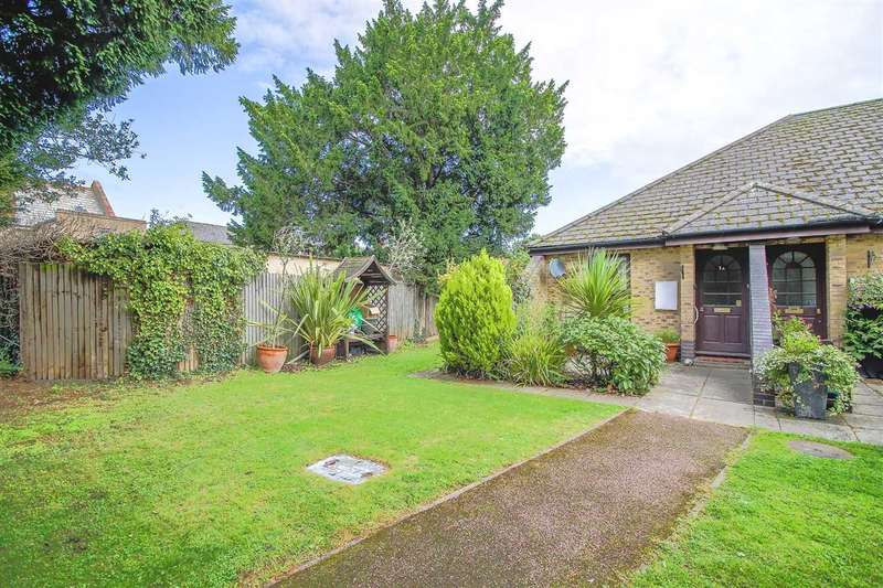2 Bedrooms Bungalow for sale in The Haywards, The Lawns Drive, Broxbourne