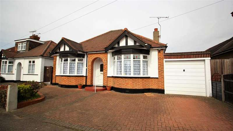 3 Bedrooms Bungalow for sale in Laird Avenue, Grays