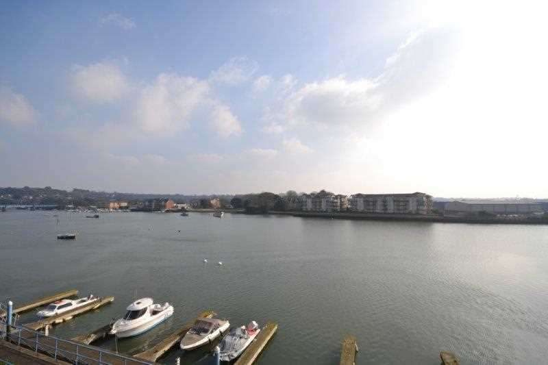 2 Bedrooms Flat for sale in Flat 34, Quay 2000, Southampton