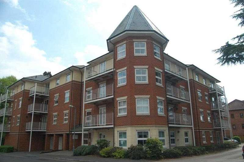 2 Bedrooms Flat for sale in Rollesbrook Gardens, Southampton