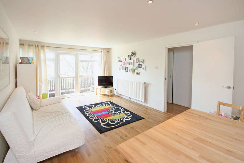 2 Bedrooms Apartment Flat for sale in Hawkins Road, Teddington, TW11