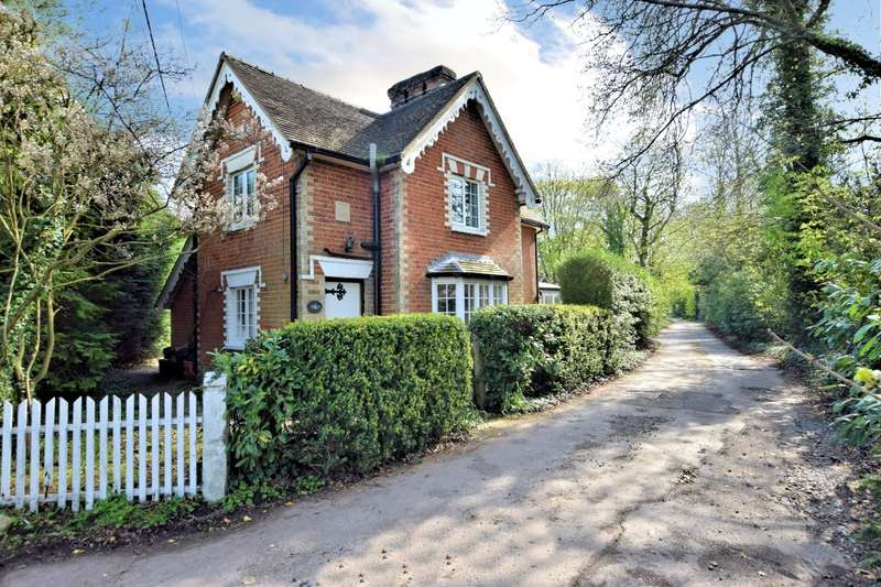 4 Bedrooms Detached House for sale in Hyde End Road, Shinfield, Reading, RG2