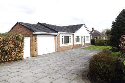 2 Bedrooms Bungalow for sale in Park Road, Runcorn, Cheshire, WA7