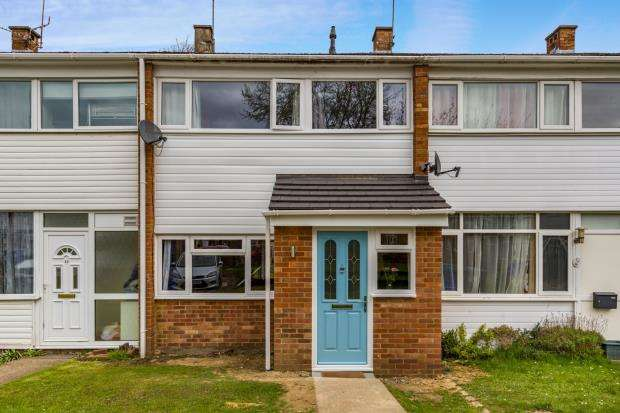 3 Bedrooms Terraced House for sale in Blackwater, Camberley, Hampshire