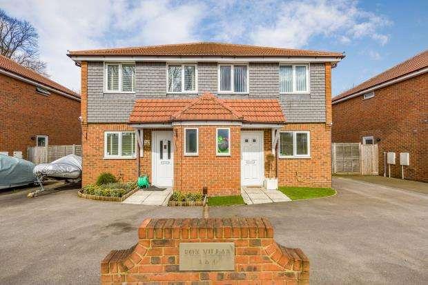 3 Bedrooms Semi Detached House for sale in Hawley Road, Blackwater, 4 Fox Villas