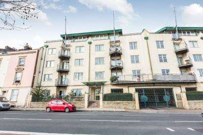 2 Bedrooms Flat for sale in Flat 1, 100 Hotwell Road, Bristol