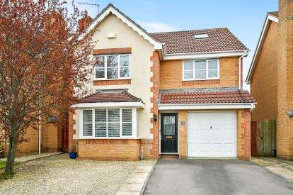 5 Bedrooms Detached House for sale in Linden Way, Common Platt, Swindon, Wiltshire
