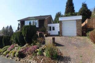 4 Bedrooms Detached House for sale in Dunedin Drive, Caterham, Surrey