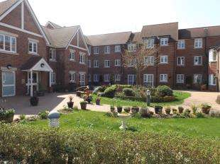 1 Bedroom Flat for sale in Clarence Court, Horsham, West Sussex