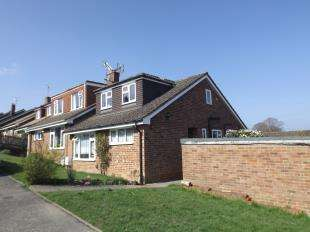 4 Bedrooms Bungalow for sale in Beechwood Close, Burwash, Etchingham, East Sussex