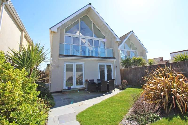 3 Bedrooms Detached House for sale in Ravens Way, Milford On Sea, Lymington