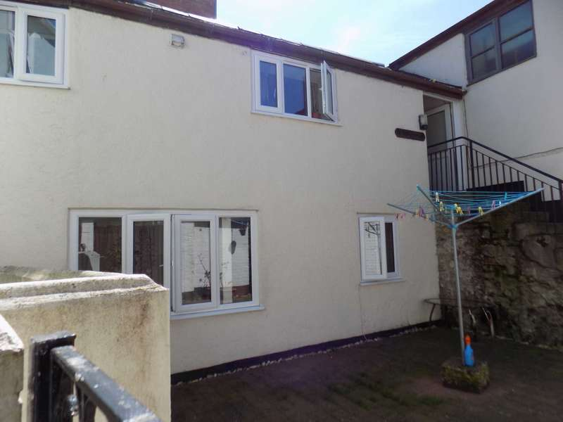 2 Bedrooms Semi Detached House for sale in Holyrood Street, Chard