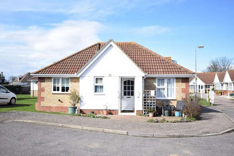 2 Bedrooms Terraced Bungalow for sale in Lyon Close, Clacton-on-Sea