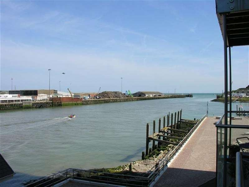 2 Bedrooms Flat for rent in NEWHAVEN MARINA