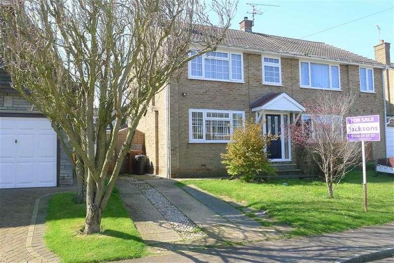 3 Bedrooms Semi Detached House for sale in Harcourt Gardens, Rainham
