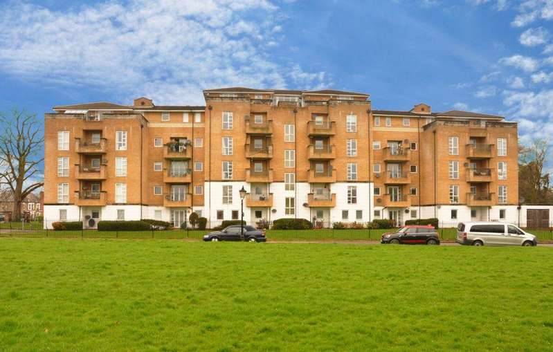 2 Bedrooms Apartment Flat for sale in Yarlington Court, Sparkford Gardens, N11