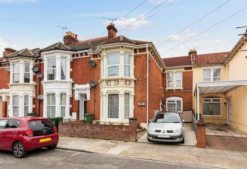 3 Bedrooms Apartment Flat for sale in North End Avenue, Portsmouth