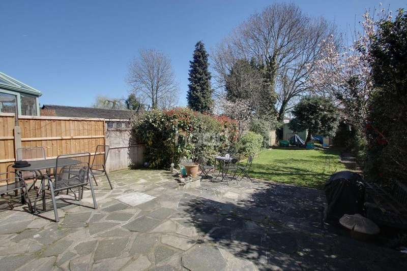 3 Bedrooms Semi Detached House for sale in Hacton Lane, Hornchurch