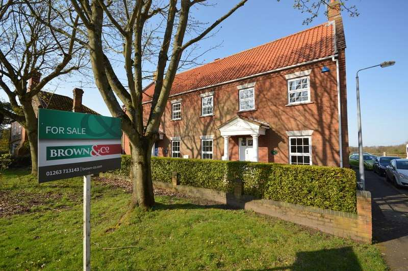 3 Bedrooms Semi Detached House for sale in Norwich Road, Holt, Norfolk