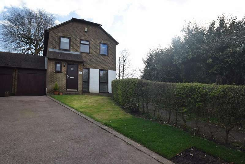3 Bedrooms Link Detached House for sale in Fagus Close, Walderslade Woods, ME5