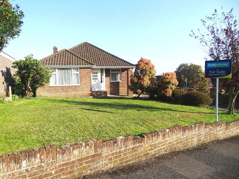 3 Bedrooms Bungalow for sale in Bassett Green Close, Southampton