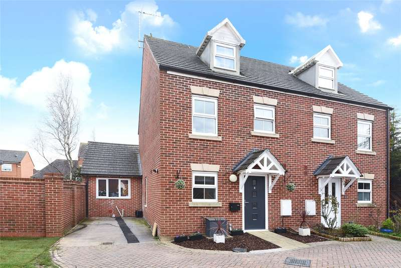 3 Bedrooms Semi Detached House for sale in Goldfinch Crescent, Bracknell, Berkshire, RG12